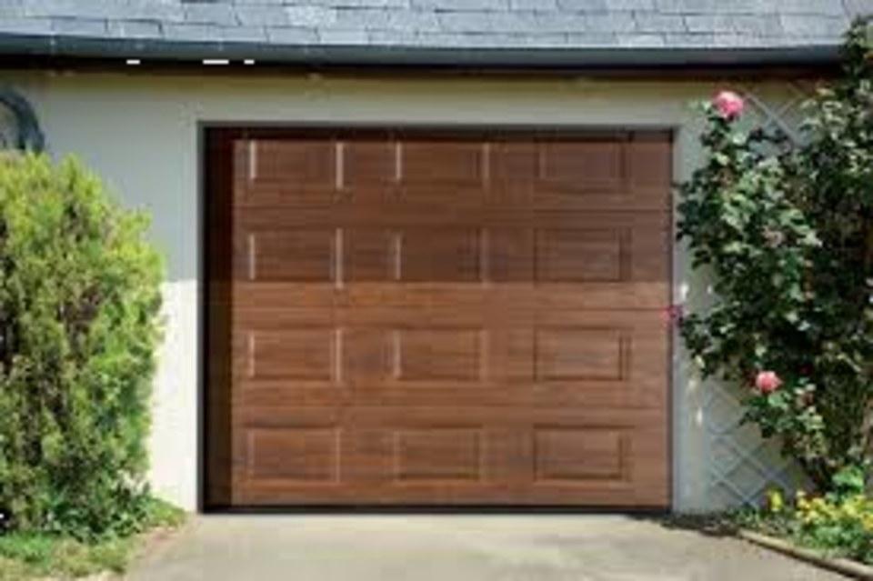 vente, installation et dépannage sur porte de garage coulissante (finition hêtre